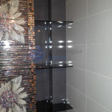Стеклянная полка в ванной комнате