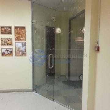 Перегородка с маятниковой дверью, стекло 10мм прозрачное