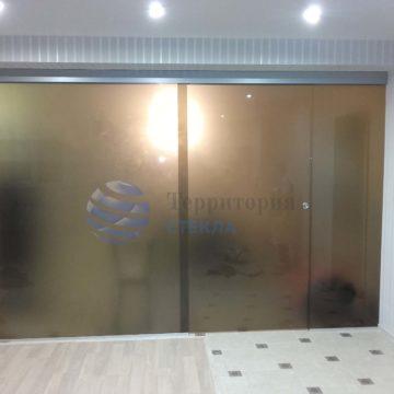 Перегородка с откатной дверью, стекло матовое 8мм бронза, скрытая раздвижная система