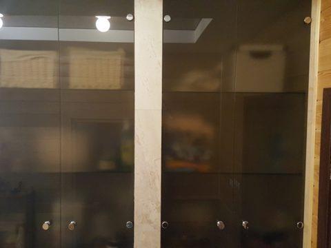 Стеклянные дверцы в нишу — стекло 6мм, бронза. Петли «blum», ручки — кнобы