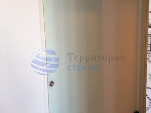 Дверь откатная, стекло 8мм триплекс молочный, скрытая раздвижная система
