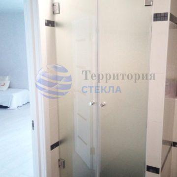 Двойные двери в душевую, стекло 8мм мателюкс