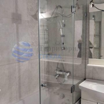Стеклянная шторка на ванную