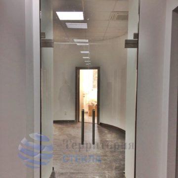 Перегородка офисная с маятниковыми дверьми