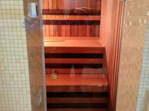 Дверь в алюминиевой коробке в сауну
