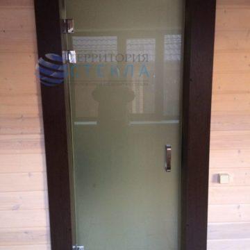 Дверь матовая на трех петлях