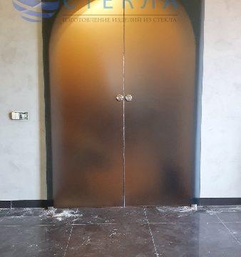 Двери раздвижные из стекла графит матовое