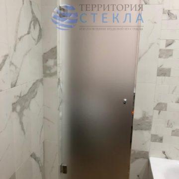 Дверь распашная из выбеленного матового стекла