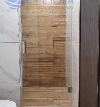 Дверь в душевую из прозрачного стекла с магнитный уплотнителем