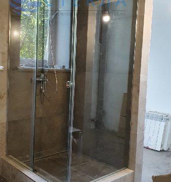 Душевая угловая с одной раздвижной дверью из прозрачного стекла 8 мм