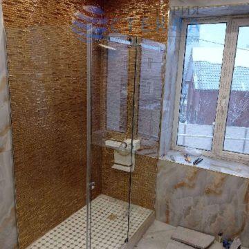 Душевая угловая с одной раздвижной дверью из прозрачного стекла