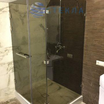 Душевая угловая с распашной дверью из стекла бронза прозрачное